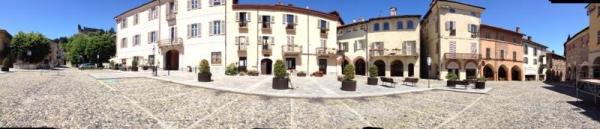 Grandangolo della Piazza Conte Rosso di Avigliana