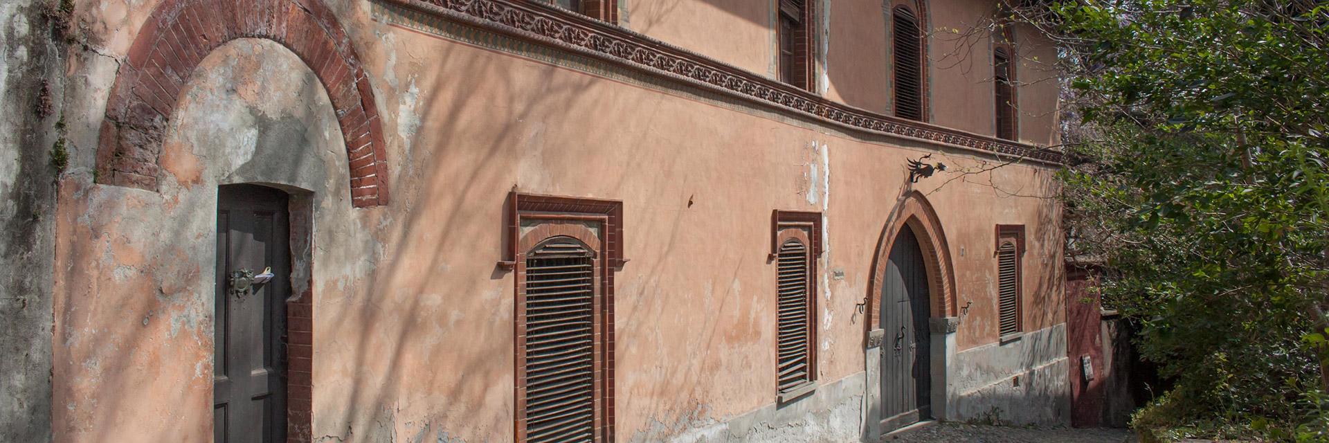 La facciata di Casa Cantamerlo ad Avigliana